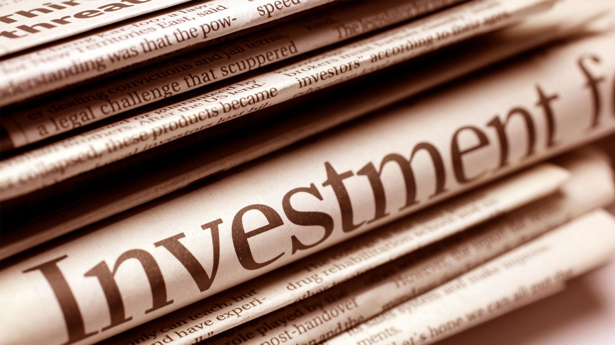 Schlagzeile Investment auf einer Zeitung